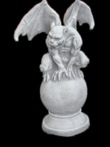 Steinfigur Gargoyle auf Kugel